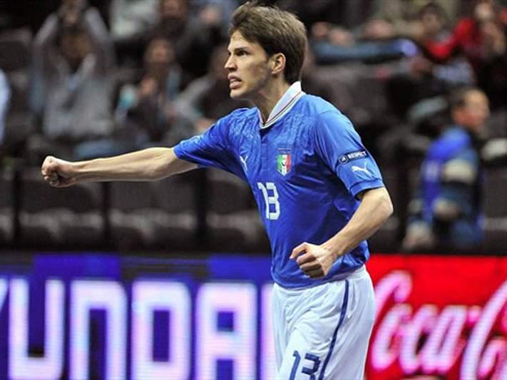Itália vence grupo D