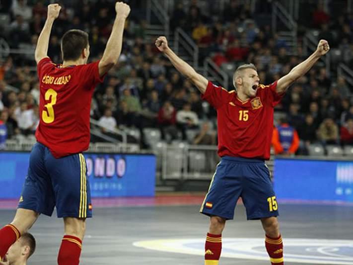 Espanha estreia-se com vitória