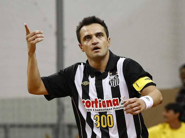 Falcão vai ficar no futsal brasileiro