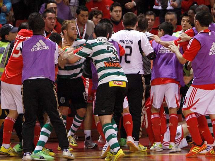 Sporting acusa elementos do Benfica de agressões
