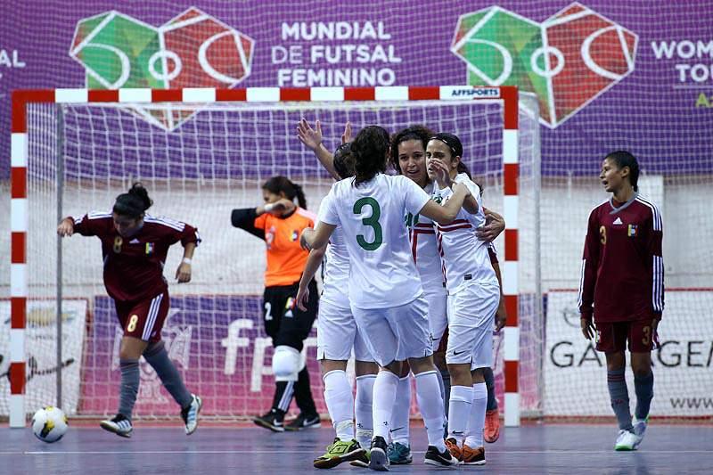 Portugal goleia Venezuela e lidera Grupo A