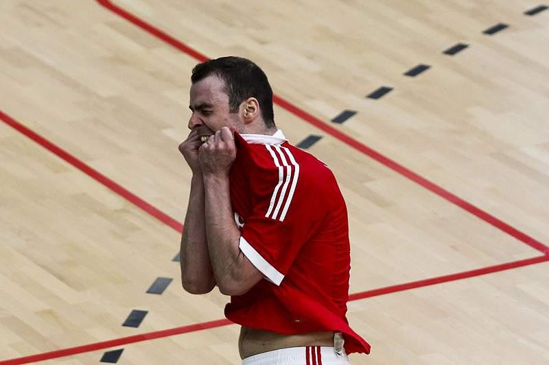 Benfica mantém liderança