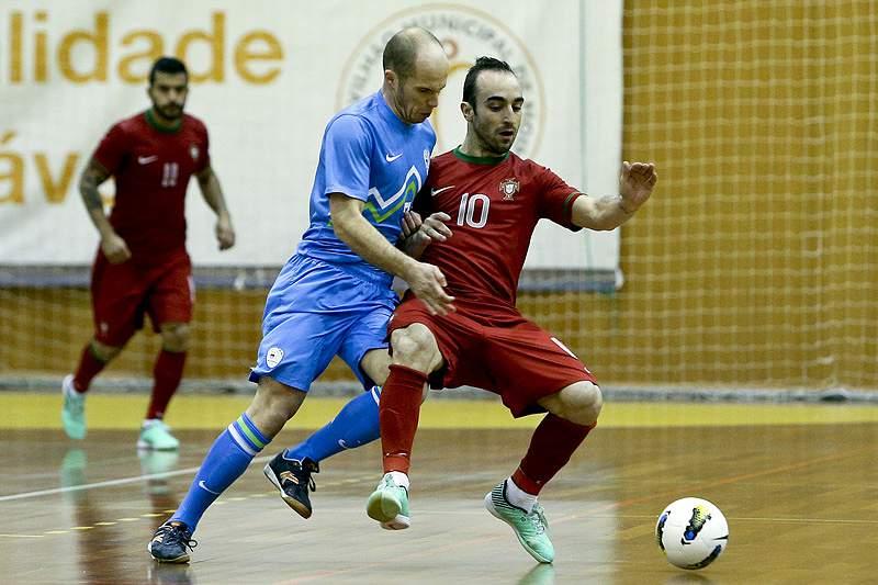Portugal vence Eslovénia por 4-1