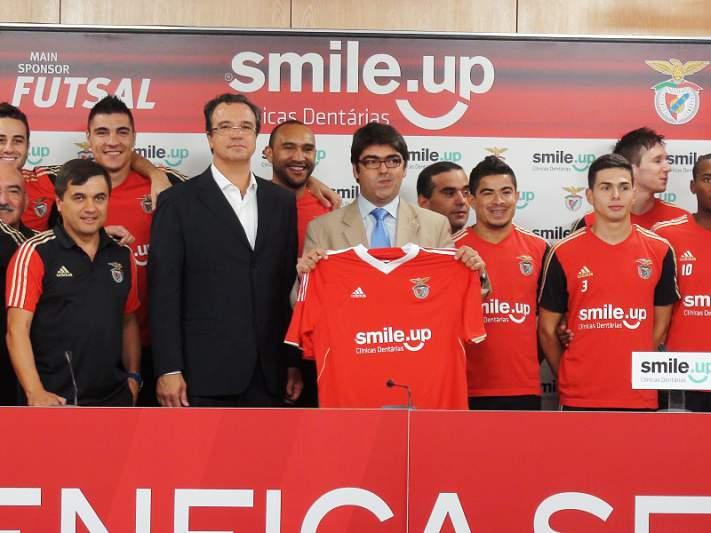 Benfica com sorriso nas camisolas