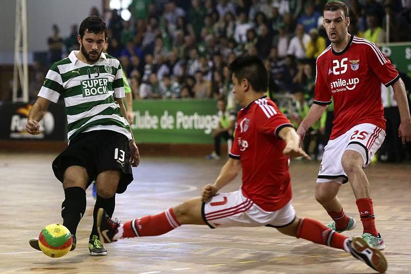 Benfica e Sporting vencem e ficam mais perto das