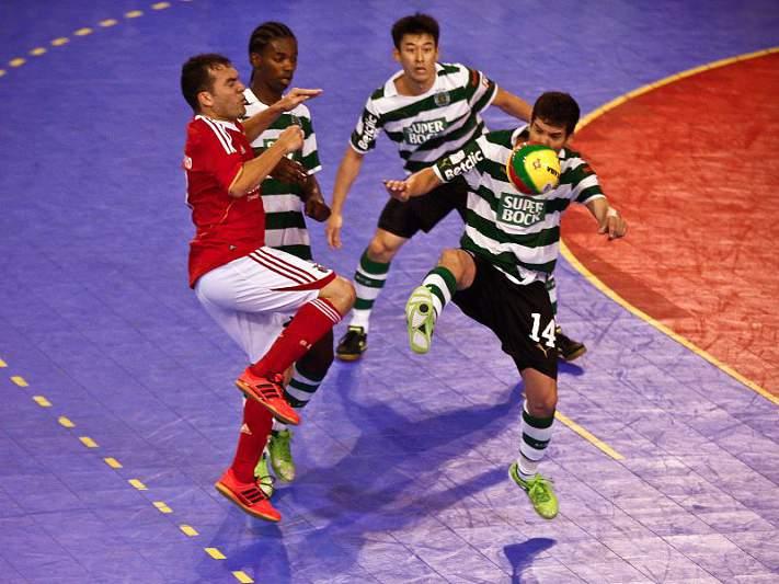 Benfica defende título, Sporting procura desforrar-se
