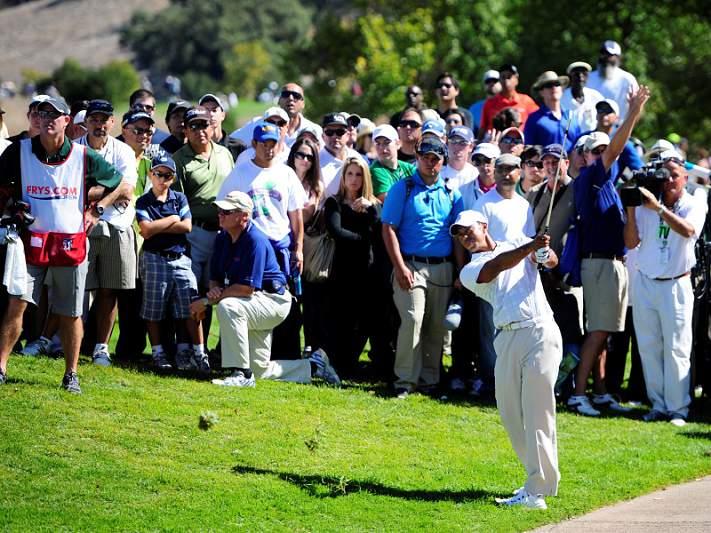 Tiger Woods mantém liderança no final da terceira