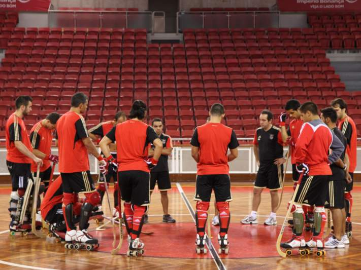 Benfica empata na Catalunha e está perto da