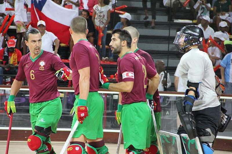 Portugal goleia Chile e garante pódio