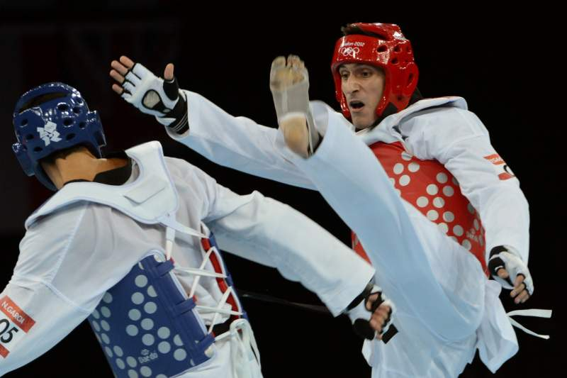 Argentino Crismanich vence ouro em -80kg