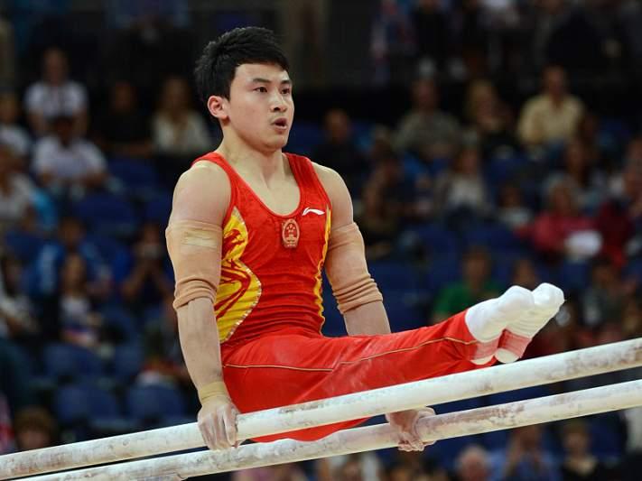 Feng Zhe sagra-se campeão nas paralelas