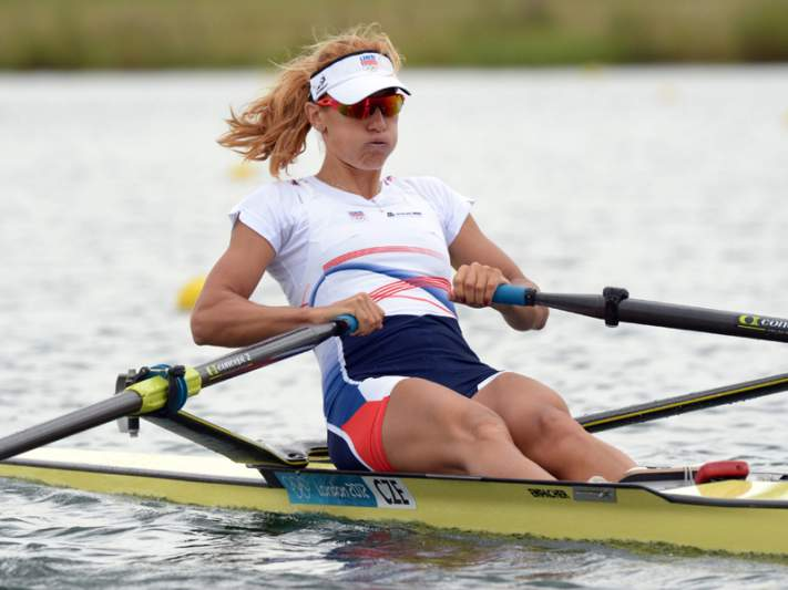Miroslava Knapova conquista ouro no