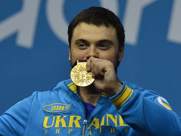 Oleksiy Torokhtiy conquista ouro nos -105 kg