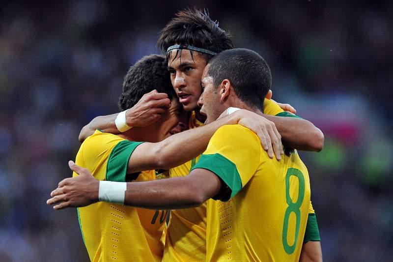 Scolari consegue primeira vitória com o Brasil