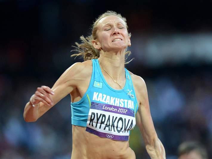 Cazaque Olga Rypakova sagra-se campeã no triplo salto