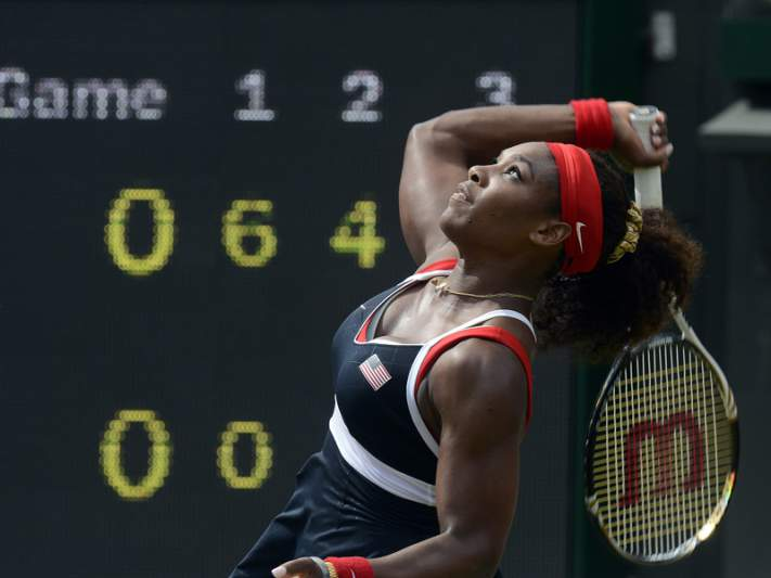 "Serena Williams ""atropela"" Wozniacki"