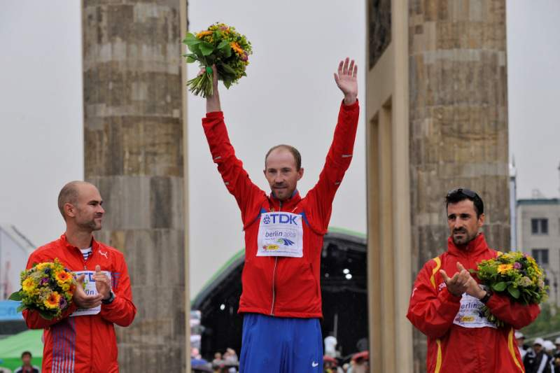 Sergey Kirdyapkin vale ouro e novo recorde olímpico