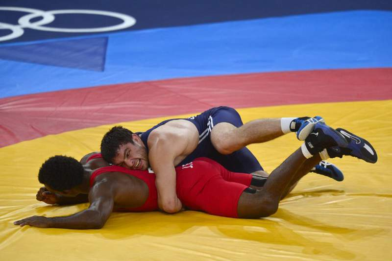 Primeiro lutador árabe de sumo cumpre Ramadão em competição de elite