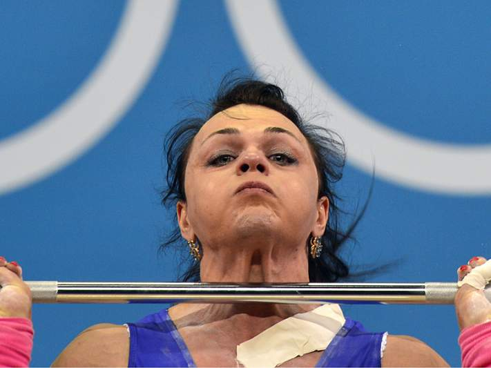 Cazaquistão vence medalha de ouro em Halterofilismo na categoria de -75 kg
