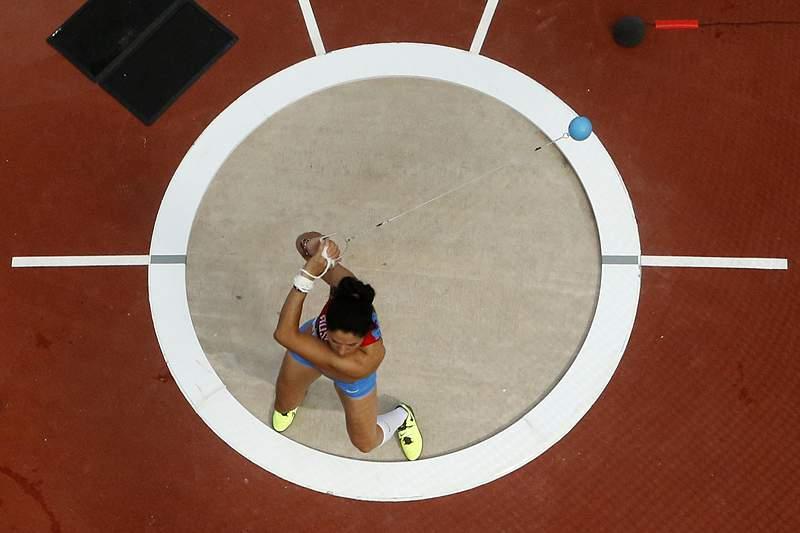 Tatyana Lysenko lança para ouro