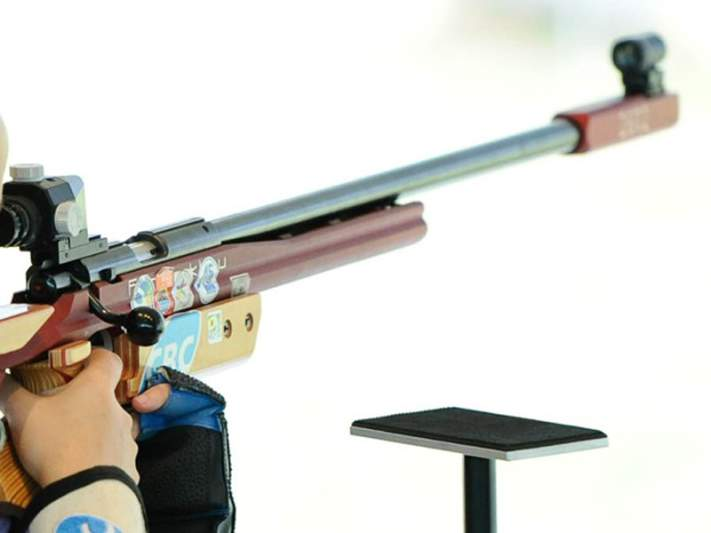 Norte-americana Gray conquista ouro na carabina a 50 metros três posições