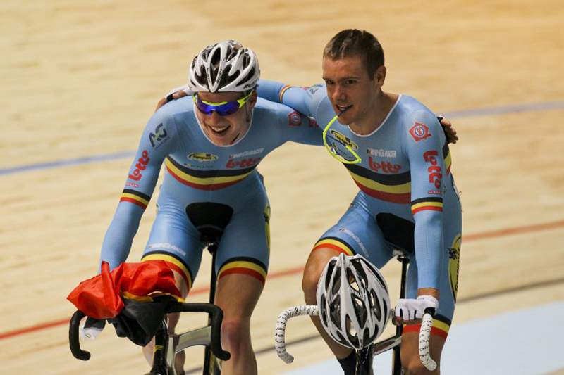 O ciclista belga em ação na pista