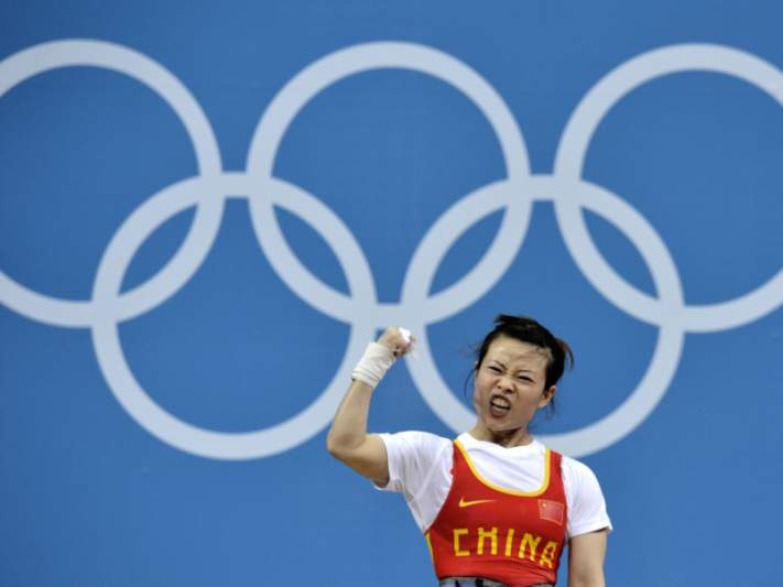 Chinesa Wang Mingjuan de ouro nos 48kg