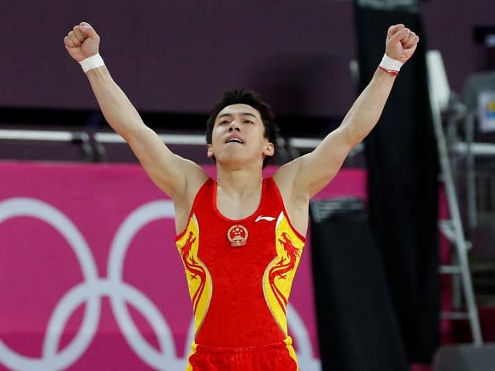 Chinês Zou Kai medalha de ouro na prova de solo