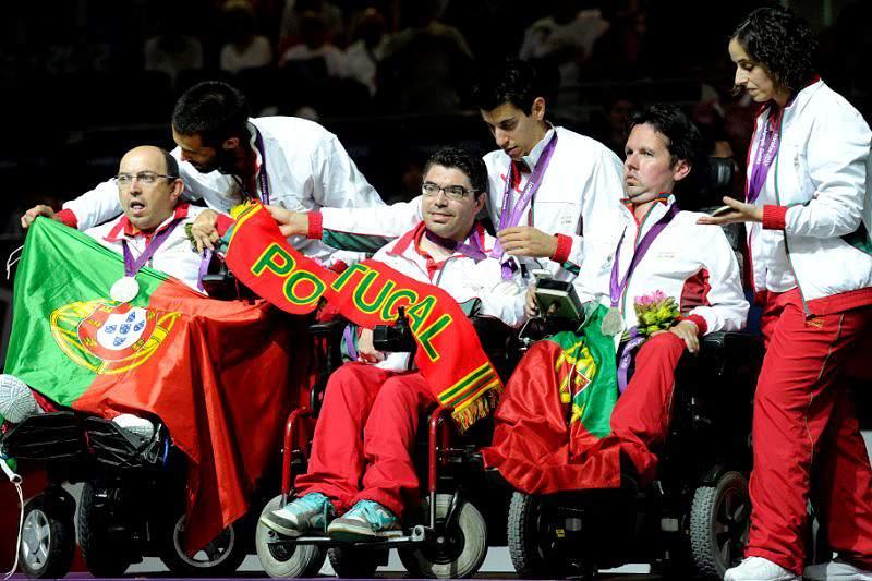 Assunção Esteves felicita medalhados e realça força e superação