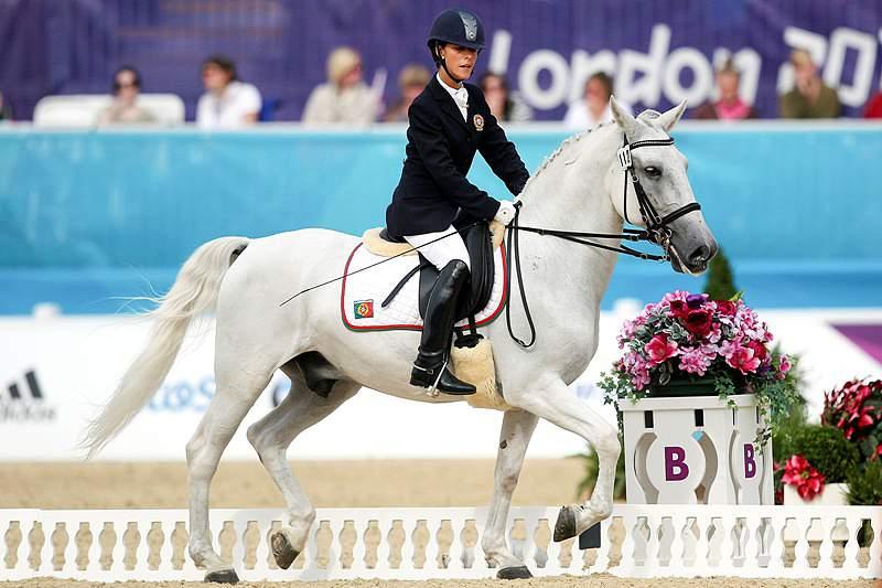Terapia dos cavalos em pessoas com deficiências pode ser potenciada pela competição