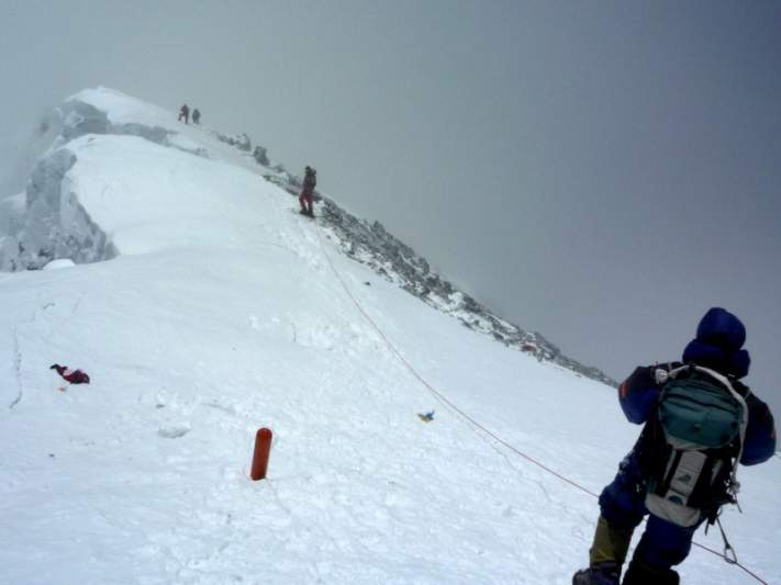 Quatro mortos em descida do Everest