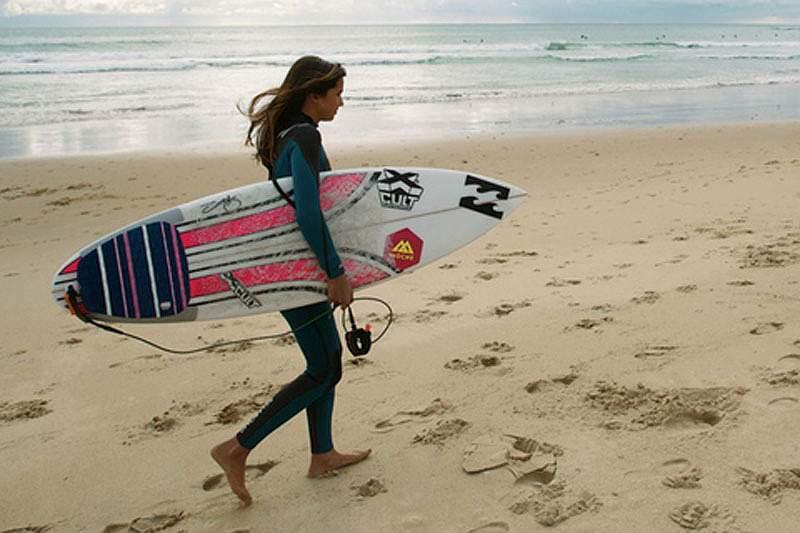 Surfista portuguesa estreia-se no Cascais Girls Pro