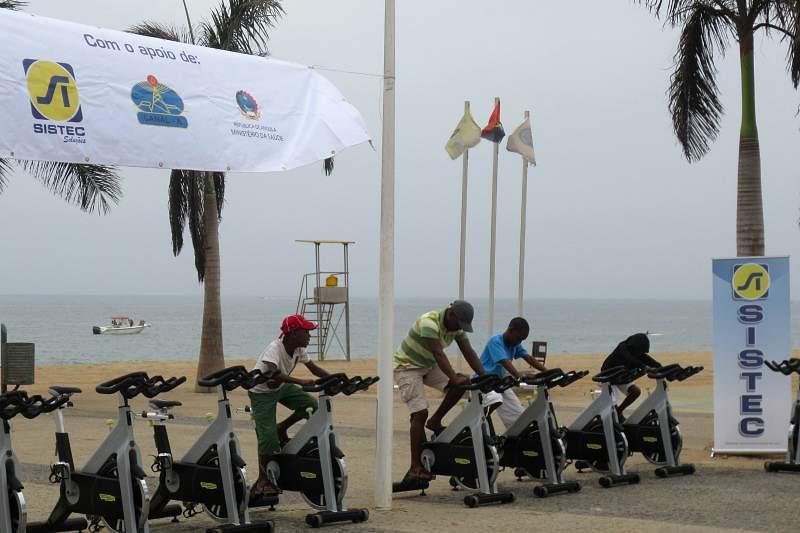 Campanha de ginástica na Ilha de Luanda