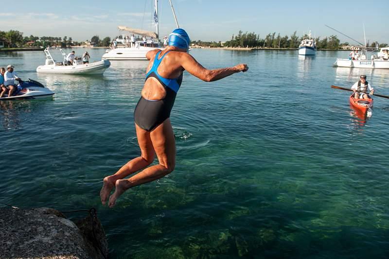 Diana Nyad completa ligação a nado Cuba / EUA