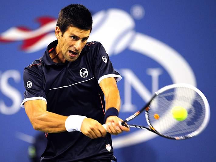 Djokovic massacra e segue em frente