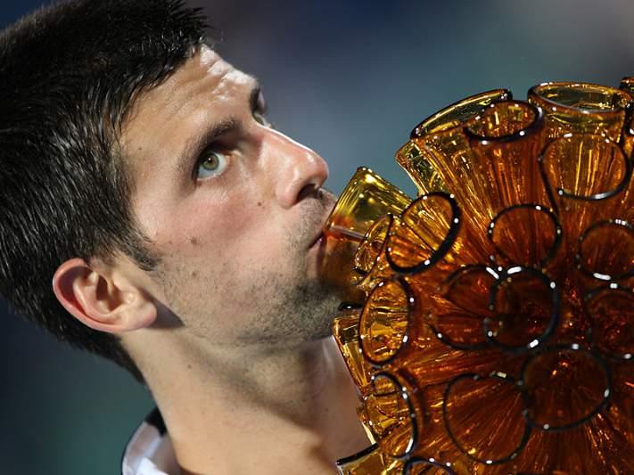 Djokovic fecha 2011 com chave de ouro