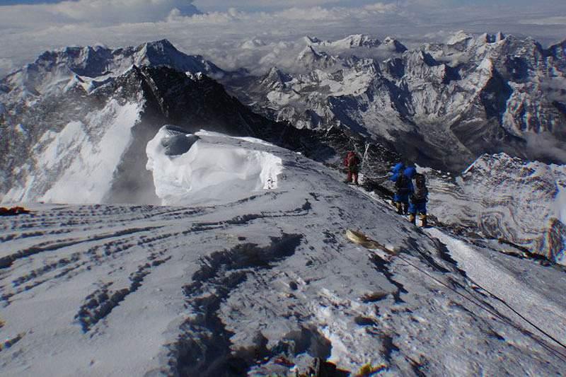 Pelo menos doze mortos durante avalanche
