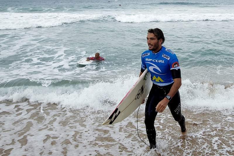 Slater eliminado pelo português Frederico Morais