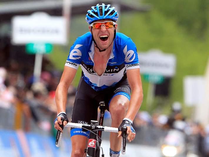 Campeão do Giro abandona após queda coletiva de sexta-feira