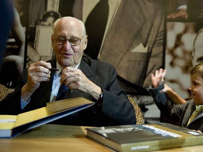 João Havelange renuncia ao cargo de presidente honorário