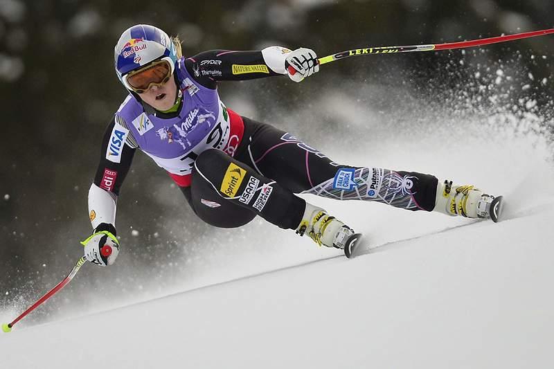 Campeã Lindsey Vonn cai e atrasa regresso à competição