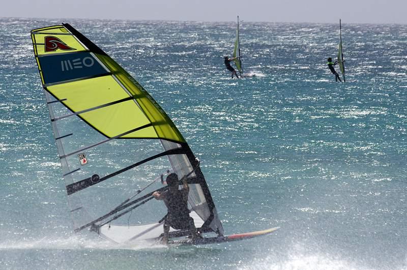 Martim Monteiro estreia-se no Campeonato do Mundo de Windsurf
