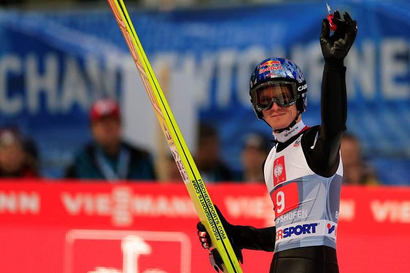 Tricampeão olímpico de saltos de esqui «definitivamente fora de perigo»