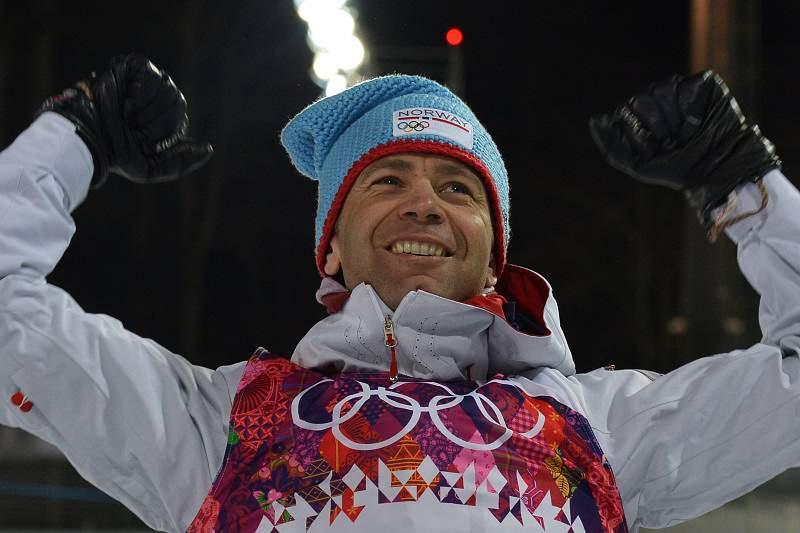 Ole Bjorndaelen iguala recorde de 12 medalhas