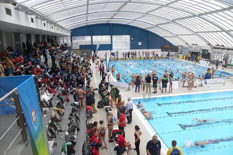 Três portugueses nas meias-finais dos Europeus juniores de natação