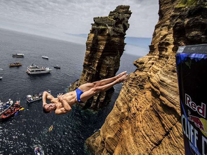 Artem Silchenko conquista precipício nos Açores