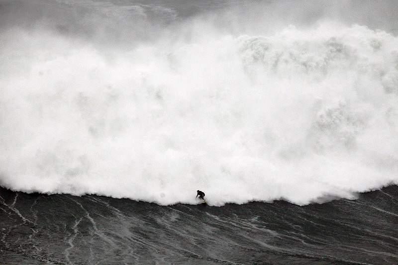 Duas ondas da Nazaré entre as melhores do ano