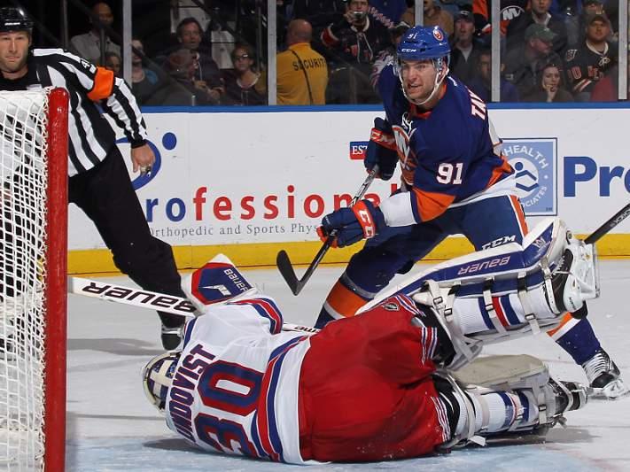 Tavares brilha na NHL