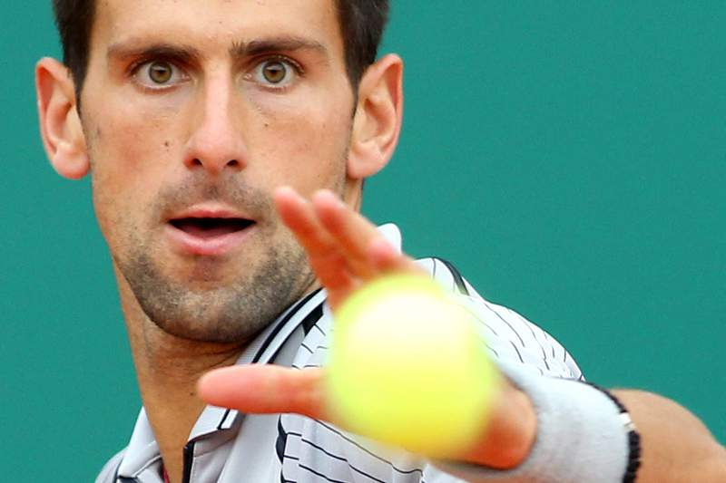 Djokovic passeia rumo aos 'quartos'