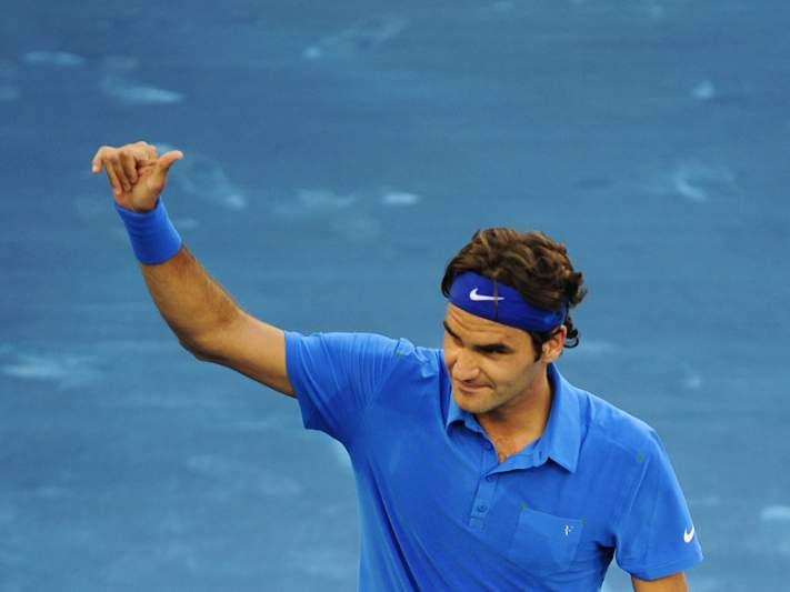 Federer sobrevive e chega às meias